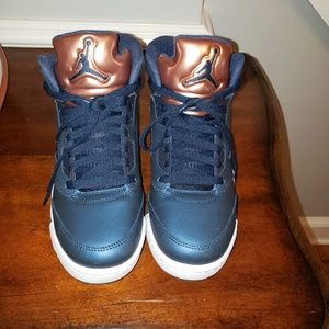Air Jordon boys 7Y basketball sneakers